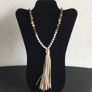 Charming long necklace with suede tassel.